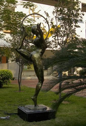 外国体育运动雕塑