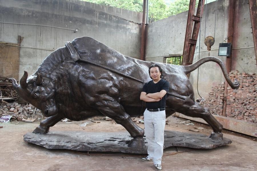 古园雕塑艺术创作的《中国梦牛精神》雕塑落成